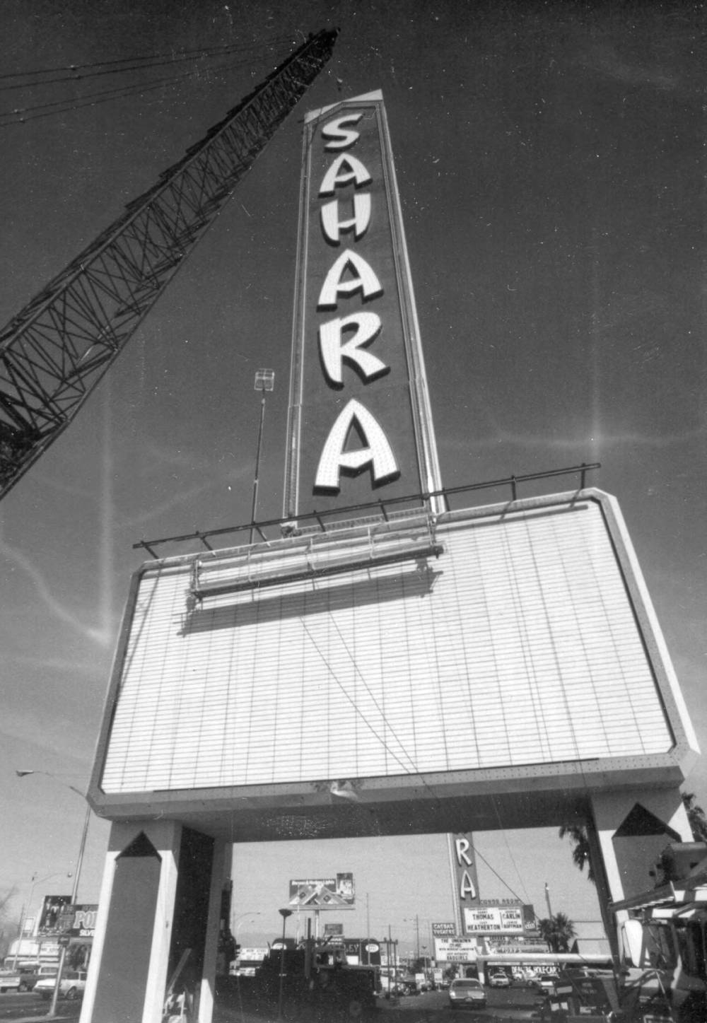 Photograph of assembly of the neon sign in front of the Sahara Hotel and Casino (Las Vegas), 1980